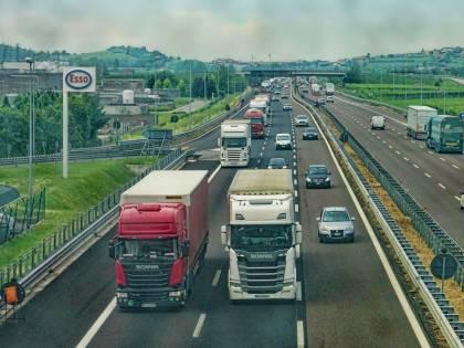 Auto e camion, dal 2022 sistemi di sicurezza elettronici obbligatori