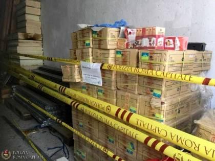 Roma, blitz nel magazzino che rifornisce ambulanti abusivi: sequestrati 7000 prodotti