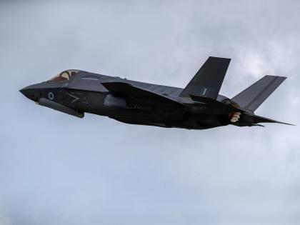 Sfida tra Aeronautica e Marina: ecco cosa succede per i caccia