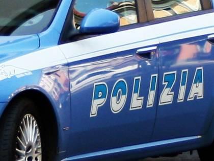 Scende dal taxi e spara. Follia per le vie di Roma