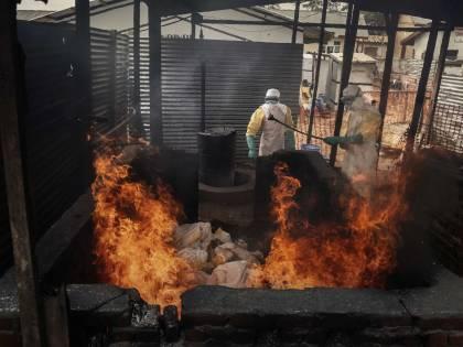 """Viaggio nell'inferno di ebola: """"Qui siamo tutti condannati"""""""