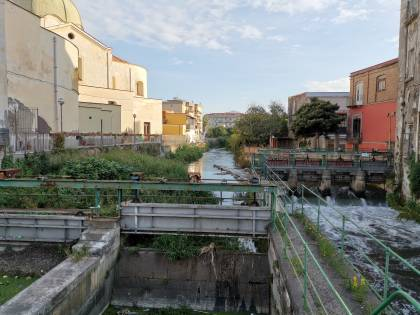 Il fiume avvelenato: viaggio lungo il corso del Sarno