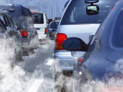 Continua il blocco auto, ma lo smog non cala