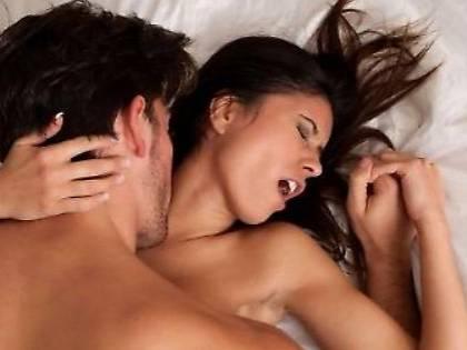 Vicenza, marito trova la moglie a letto con l'idraulico