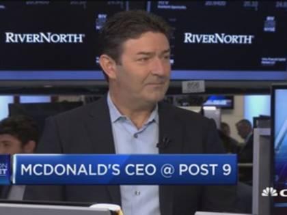 McDonald's licenzia il Ceo Steve Easterbrook: ha avuto una relazione con una dipendente