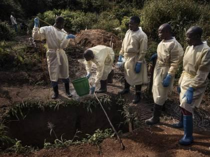 Tra i cadaveri che infettano: così ebola continua a uccidere