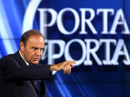 """Sospeso Vespa, è polemica Il Gf """"trasloca"""" a Milano"""