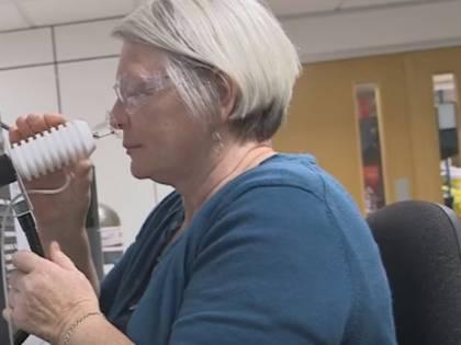 Joy Milne, l'ex infermiera che riconosce le malattie dall'odore