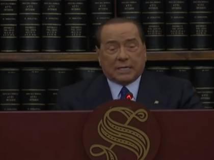 """La standing ovation. E poi Berlusconi detta la linea ai suoi: """"Così vinceremo ancora"""""""