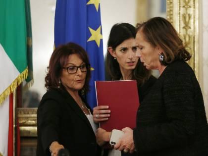 """""""Più agenti contro spaccio"""". Ma la Lega attacca: """"Lamorgese prende i meriti di Salvini"""""""