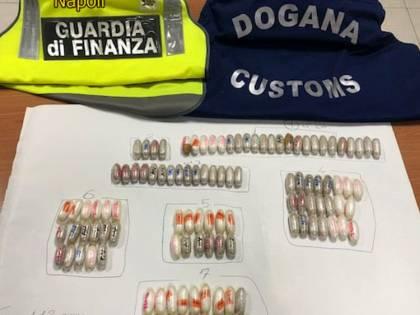 Cento ovuli di droga nell'addome: preso in aeroporto il trafficante nigeriano