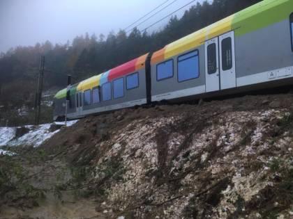 Il maltempo piega l'Alto Adige: treno Sad deraglia in Val Pusteria