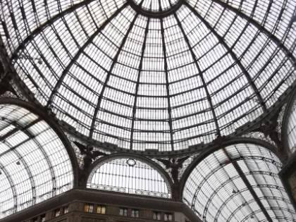 Napoli, insidie e incuria nella Galleria Umberto I