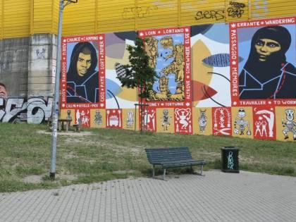 Il Comune di Milano spende 38mila euro per un murales immigrazionista