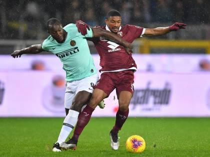 L'Inter passa in casa del Torino: secco 0-3. I nerazzurri non mollano la Juventus