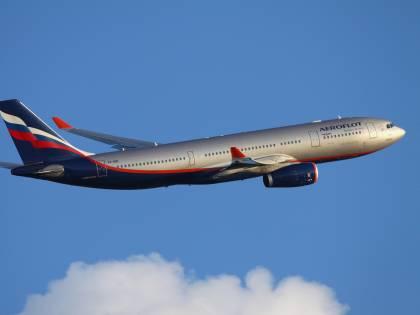 Russia, comandante muore d'infarto mentre pilota l'aereo: necessario l'atterraggio di emergenza