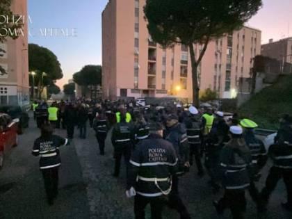 Blitz dei vigili urbani a San Basilio: 200 agenti in azione