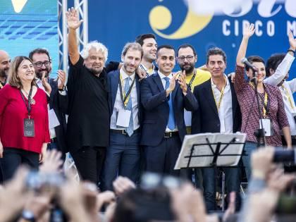 """Le strampalate idee 5s: far diventare l'Italia una """"Repubblica laica"""""""