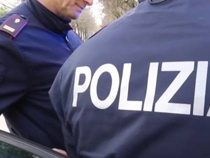 Milano, estorce 50mila euro ai genitori spendendoli in droga e gioco