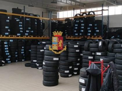Scoperto capannone con oltre 700 quintali di pneumatici