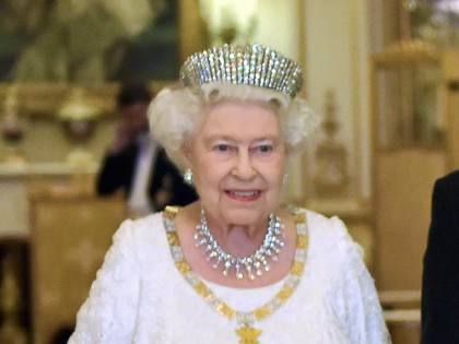 La regina Elisabetta II pronta a lasciare il trono?
