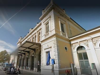 Trieste, pistola su treno, botte a soccorritori e agenti: preso serbo