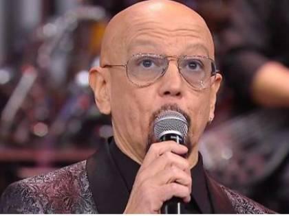 """Enrico Ruggeri canta Battisti, i soliti odiatori lo insultano: """"Fascista, tagliategli le corde vocali"""""""