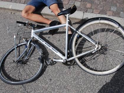 Caserta, travolto in bicicletta da una vettura in corsa muore un bimbo di 12 anni