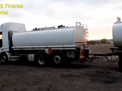 Carburante di contrabbando a prezzi stracciati: 16 arresti
