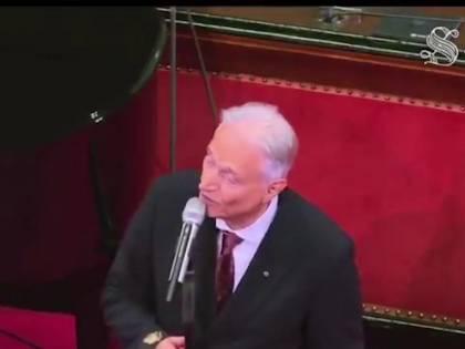 "Amedeo Minghi canta ""Trottolino Amoroso dudu dadada"" al Senato"