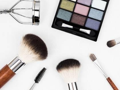 Allarme batteri nei prodotti per il make up