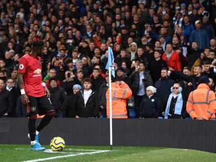 Derby di Manchester, tifoso mima il gesto della scimmia: bandito dallo stadio