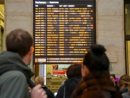 Treni bloccati e in ritardo dopo il sisma: divisa in due l'Italia dell'alta velocità