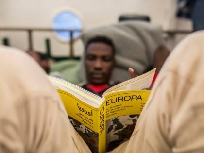 Il governo giallorosso cancella la tassa sulle rimesse dei migranti