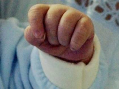 Latte nei polmoni, un neonato ha tre infarti ma riesce a sopravvivere