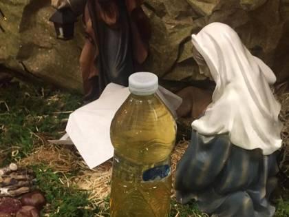 Milano, gesto choc nel presepe: spunta una bottiglietta di urina