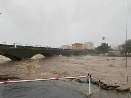 Allerta rossa in Liguria, esonda il fiume Armea a Sanremo