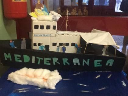 A scuola adesso nel presepe ci va pure la nave Mediterranea