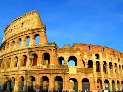 Il Colosseo batte il Louvre: è il luogo più popolare del 2019