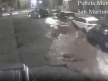 Avellino, esplode fiume interrato: sventrata la piazza di San Martino