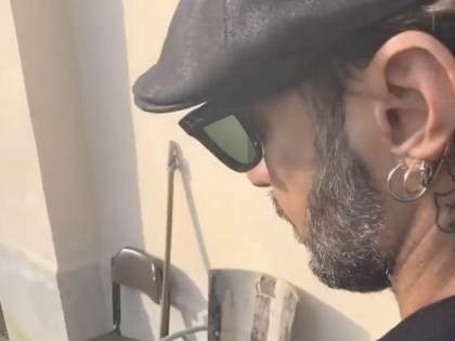 Fabrizio Corona cambia look e torna sui social