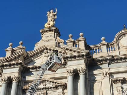 Mille rose per omaggiare la Madonna di Pompei