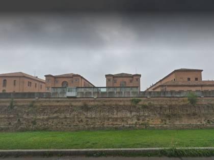 Forlì, detenuto nigeriano tenta di strangolare un agente