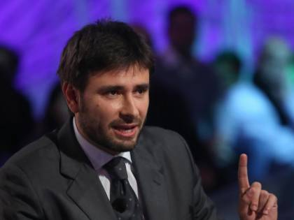 Taglio parlamentari, Di Battista: ''Firme senatori sono una vergogna''
