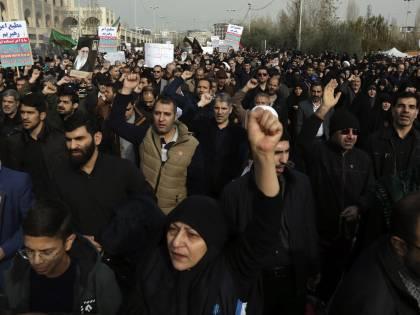 """Soleimani, Rouhani minaccia: """"L'America pagherà per anni"""""""