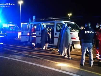 Lecce, migranti soccorsi dalla croce rossa