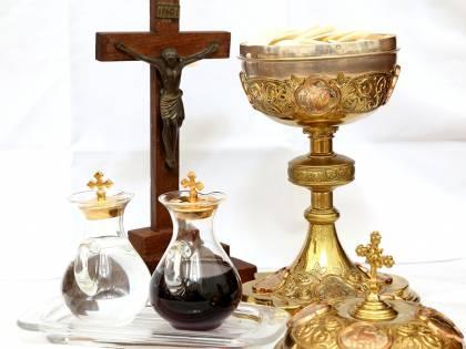 """La Chiesa in """"rosso"""": dimezzate le offerte dei fedeli"""