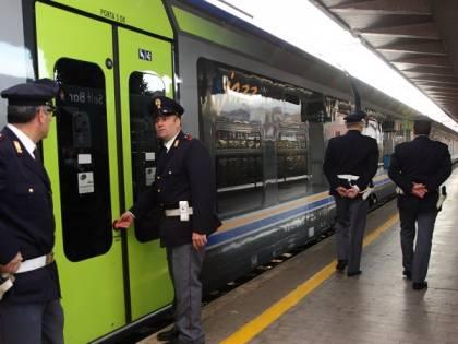 A bordo di un treno per scappare, la polfer arresta un ricercato