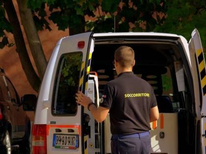 Lancio di oggetti contro ambulanza: sesta aggressione a medici in poche ore a