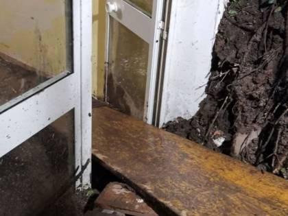 Frana su un palazzo a Castel Giubileo: salvate 11 persone
